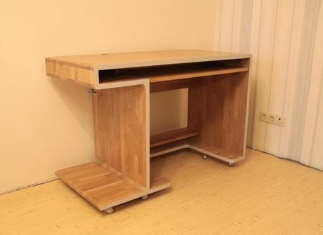 Компьютерные столы из натурального дерева