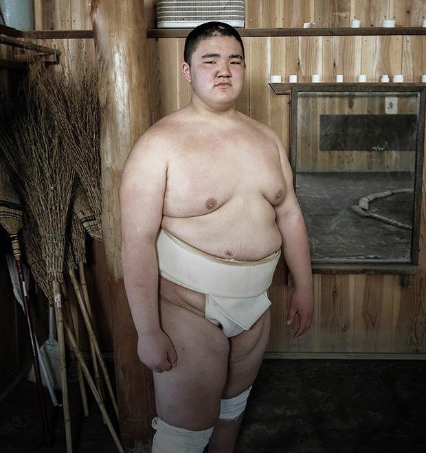 Как тренируются в борцовских школах сумо
