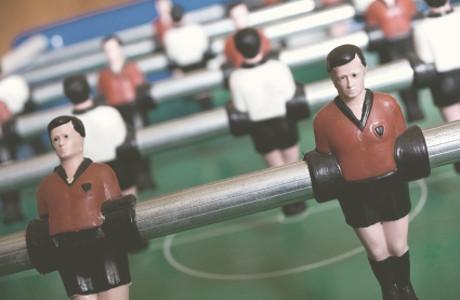 Гид по настольному футболу: История, виды столов и основные удары — Культура на FURFUR