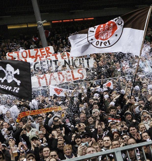 «Санкт-Паули»: Как футбольный клуб-аутсайдер приобрел культовый статус