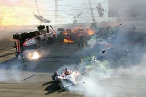Бывший чемпион соревнований «Индикар» погиб в аварии на трассе