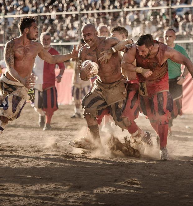 Как выглядит самая кровожадная разновидность футбола —кальчо флорентино