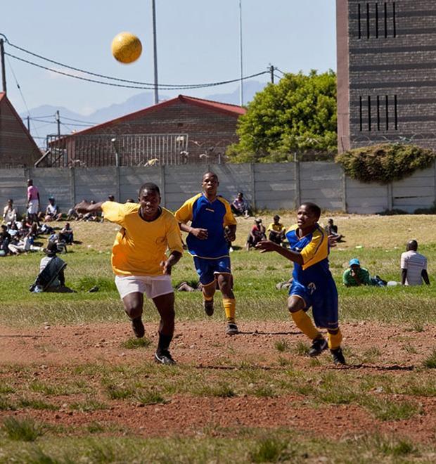 Как выглядит дворовый футбол на окраинах Кейптауна