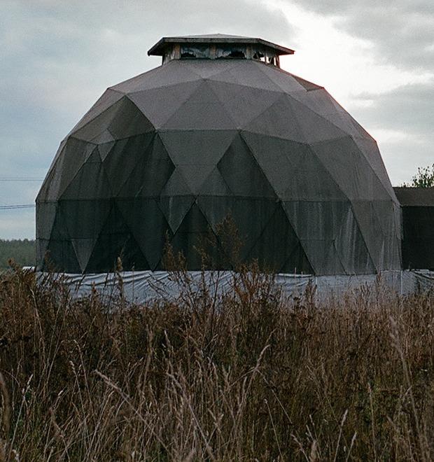 «Живая картина»: Как живет экопоселение, построенное на связи космоса и кедровых рощ