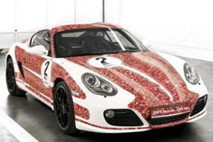 Porsche раскрасили автомобиль портретами подписчиков в Facebook — Культура на FURFUR