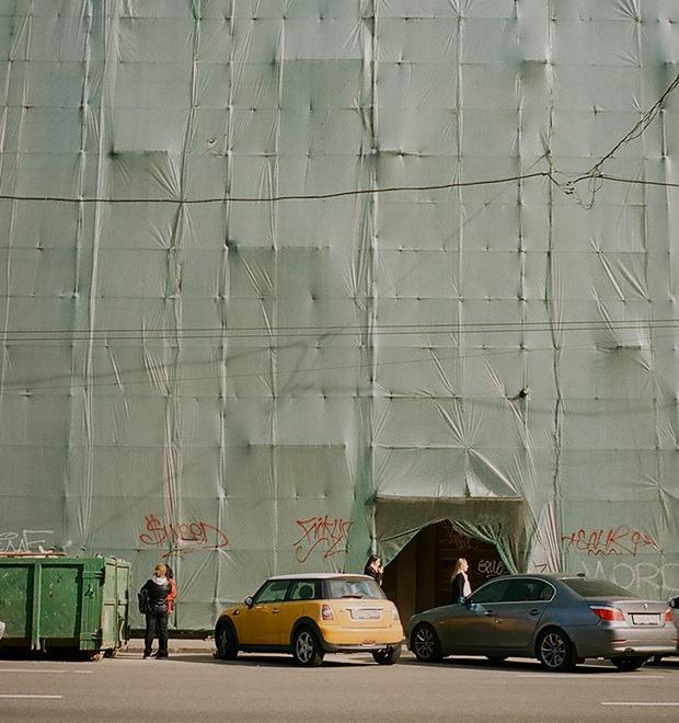 «Интернет всё сильно обесценил»: Дмитрий Оскес об уличном искусстве и нелегальном граффити
