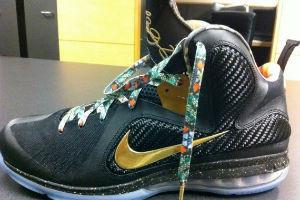 Новая модель именных кроссовок Nike LeBron 9 «Watch The Throne»