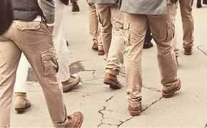 Всем по карману: история брюк карго — Культура на FURFUR