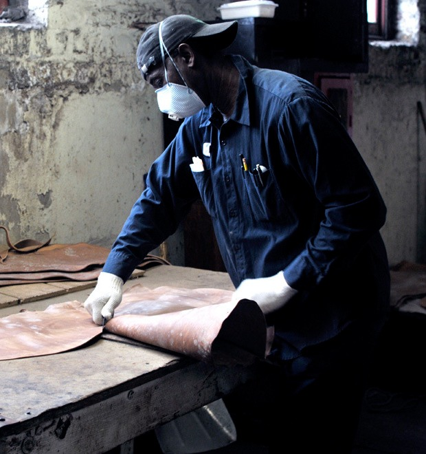 10 репортажей с фабрик одежды и обуви: Alden, Barbour и другие изнутри