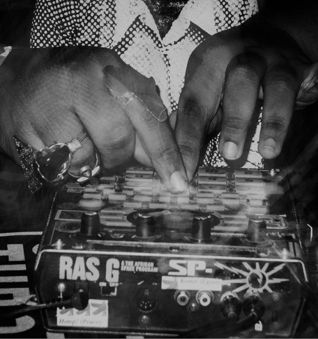 «В моей голове без остановки играет музыка»: Интервью с музыкантом Ras G — Герои на FURFUR