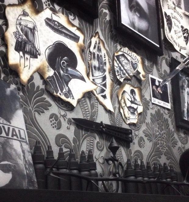 «Часто приезжают американцы и забивают целые рукава»: Интервью с татуировщиком Славой Кононовым — Герои на FURFUR