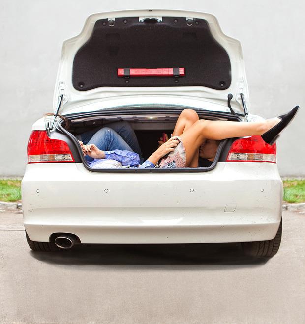 Эксперимент: Сколько девушек поместится в одну машину