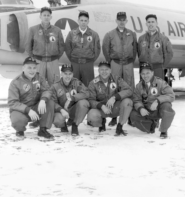 Бомберы и куртки пилотов: Кто их придумал и как их носить — Культура на FURFUR