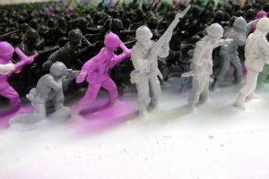 Художник Джо Блэк сделал портрет из 5500 игрушечных солдатиков — Культура на FURFUR