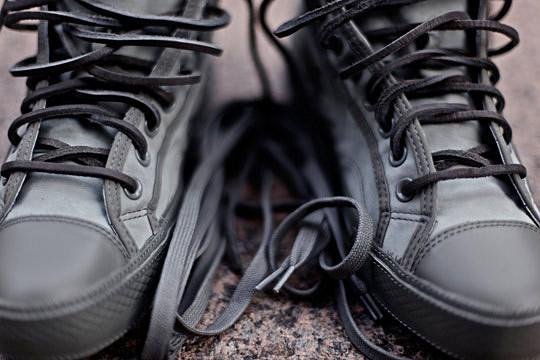 Обувной дизайнер Ронни Фиг представил две коллаборации с Converse