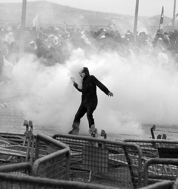Казаки-разбойники: Что используют для борьбы разные стороны столкновений в Турции — Культура на FURFUR