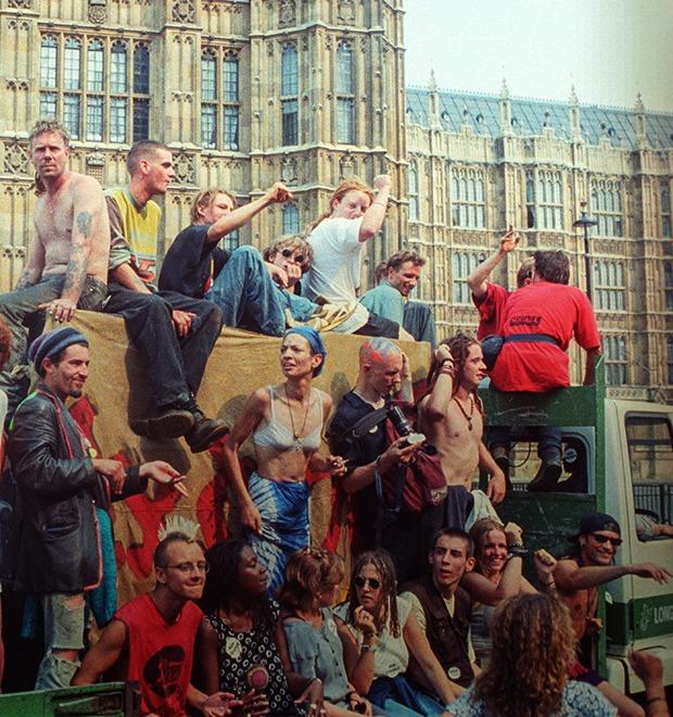 C рейва на митинг: Фотохроника британских free parties и попыток отстоять их перед властями — Культура на FURFUR