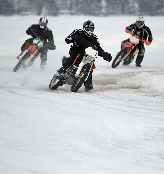 Зимняя резина: Краткий гид по мотокроссу на льду