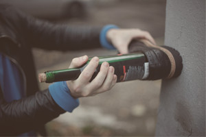How to: Как открыть бутылку вина без штопора — Советы на FURFUR