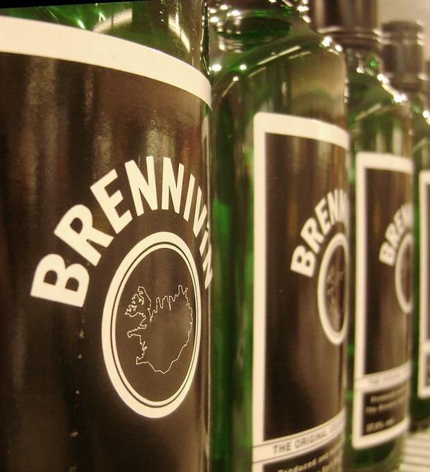 «Черная смерть»: Гид по бреннивину, национальному напитку Исландии — Культура на FURFUR