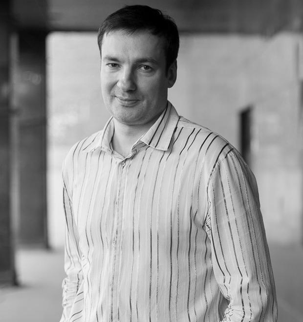«Писатель должен делать то же самое, что священник»: Интервью с писателем Павлом Санаевым — Герои на FURFUR