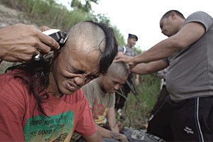 Полиция Индонезии решила перевоспитать местных панков — Культура на FURFUR