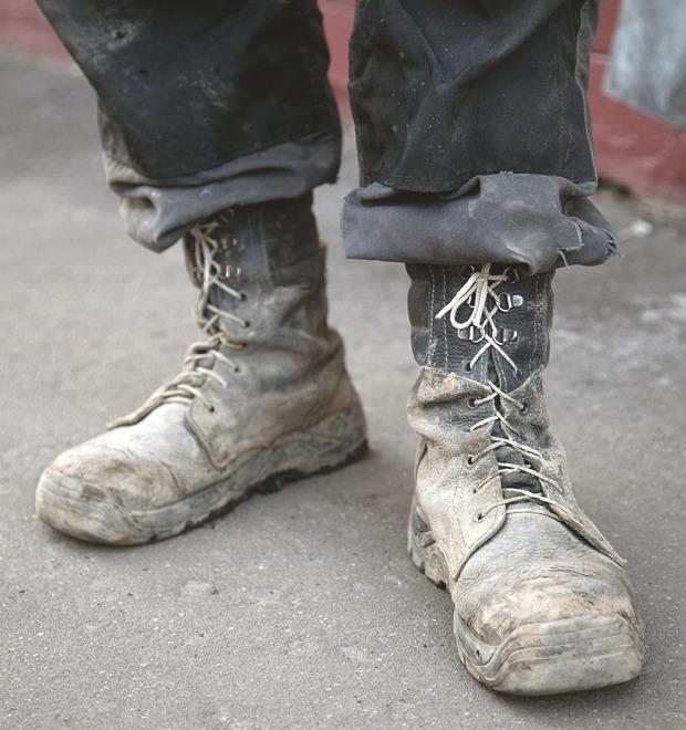 Рабочие ботинки: В чем трудятся московские сварщики, строители и маляры — Культура на FURFUR