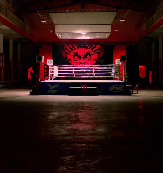Кровь на танцполе: Всё об эстетике неон-нуара, нового криминального жанра в кино и играх