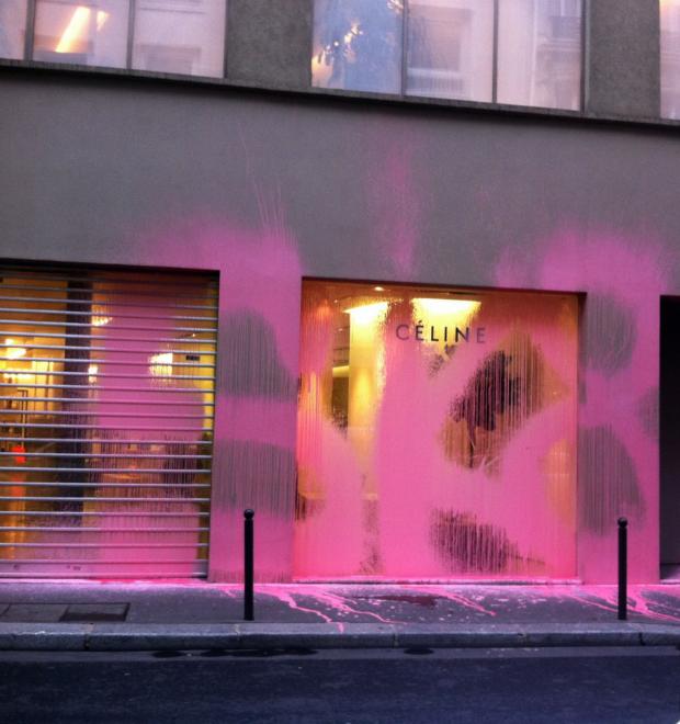 Парижский вандал Kidult: Зачем уличный художник портит фасады дорогих бутиков — Культура на FURFUR