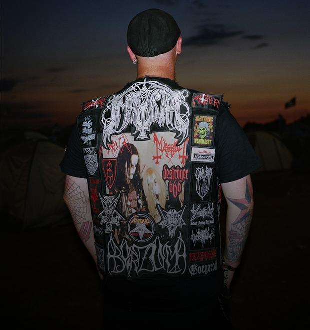 Цельнометаллическая оболочка: Путеводитель по курткам металлистов в формате фоторепортажа