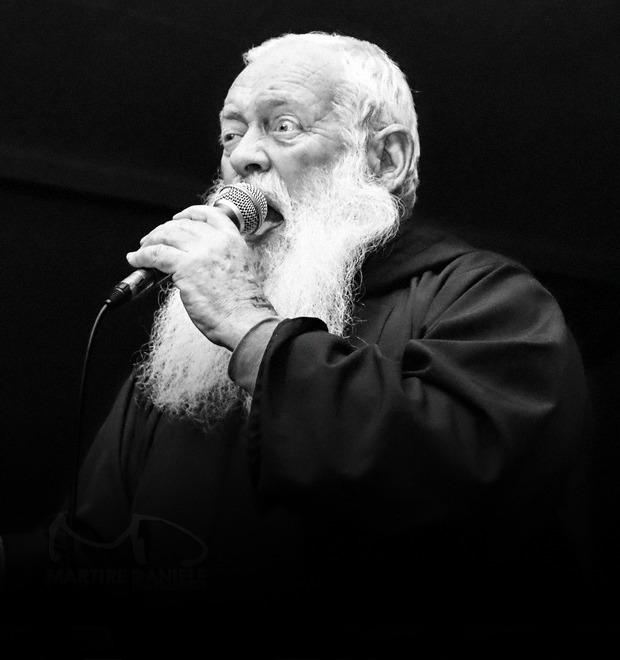 Поп-музыка: Что играют священники разных стран и конфессий — Культура на FURFUR