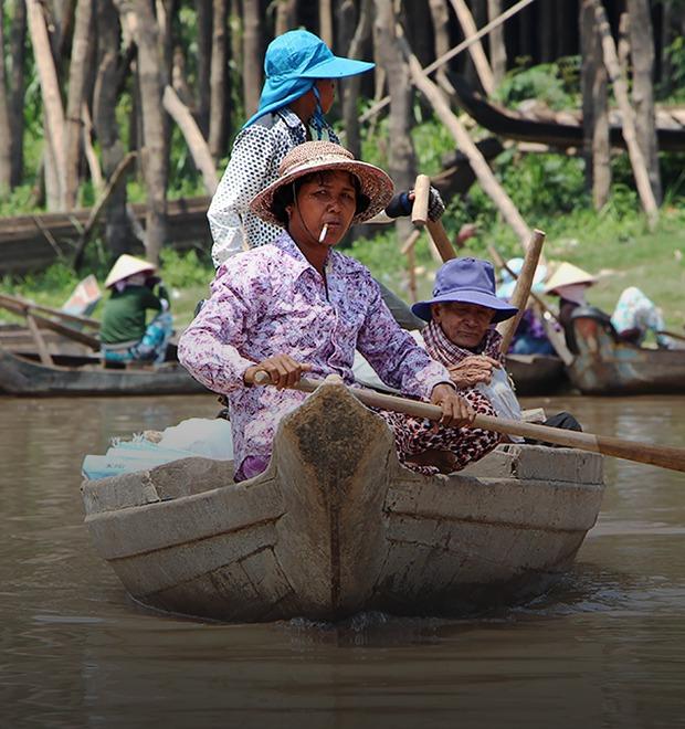 Две девушки и один мотоцикл: Путешествие по Камбодже