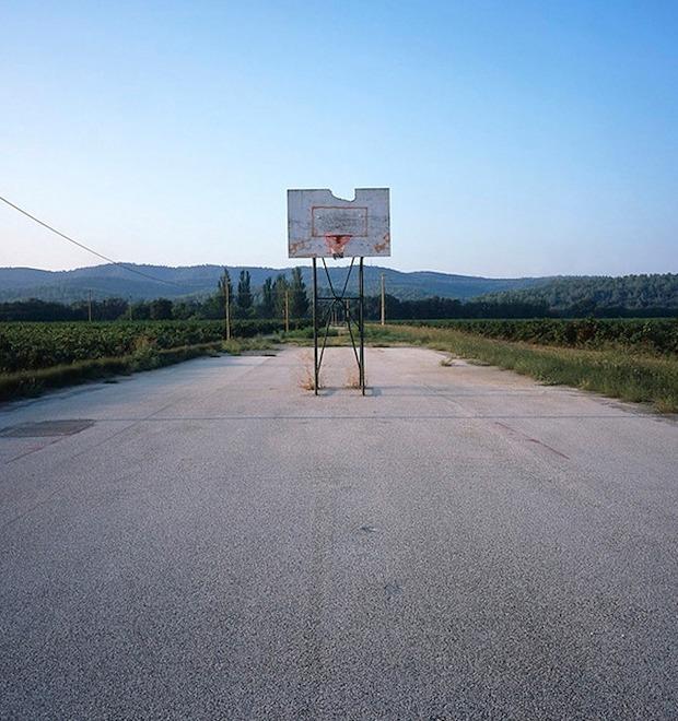 Фотограф Крис Таббс 10 лет снимает баскетбольные кольца по всему миру