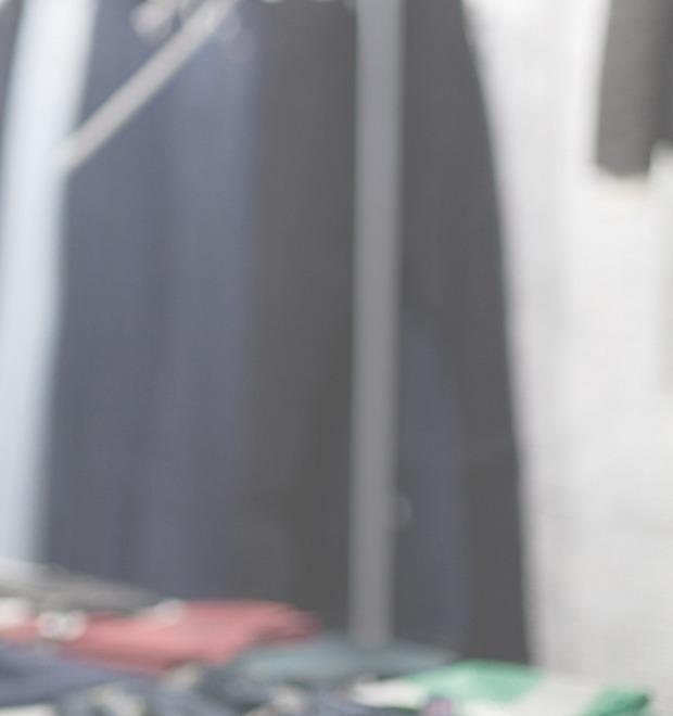 5 красивых продавщиц в магазинах одежды выбирают вещи для парня мечты