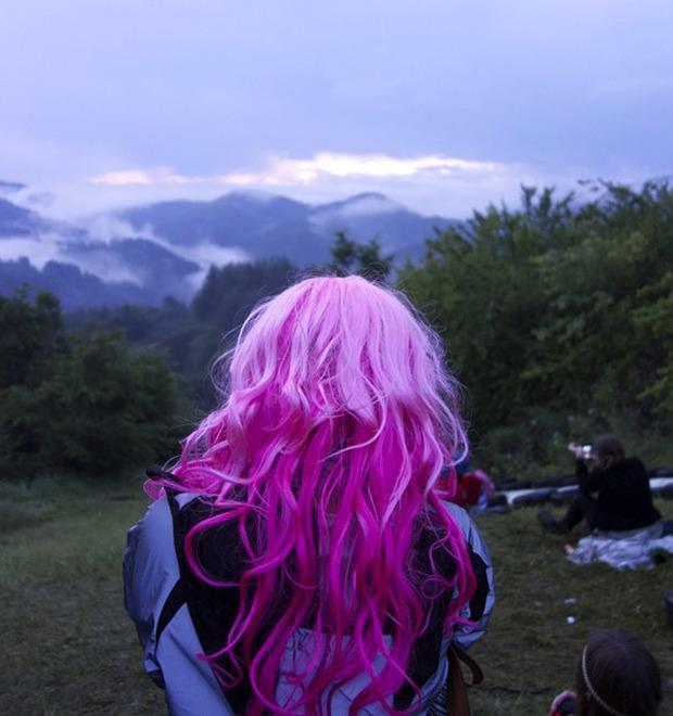 Фотопроект: Как британцы бегут от цивилизации на фестиваль в лесах Болгарии