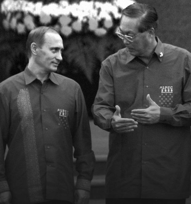 Путин в шёлке, Джордж Буш в пончо: Самые стильные образы на саммите АТЭС — Культура на FURFUR