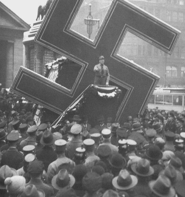 Learn to Love the Swastika: Культуролог оценивает попытки вернуть свастике прежнее значение