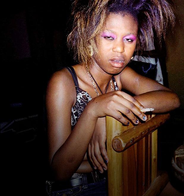 Сутенёры, лучники и золотая молодёжь: Фоторепортаж о ночной жизни в Уганде