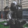 Во Львове установили первый в мире памятник рюкзаку