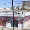 Уличные художники Zes и Saber разрисовали дом в центре Лос-Анджелеса