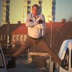 Мэр шведского города снял пародию на рекламный шпагат Ван Дамма