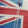 Граффити британского флага, составленное из текста песни Sex Pistols