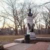 В Нью-Йорке незаконно установили памятник Сноудену