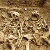 Английские археологи нашли пару, 700 лет держащуюся за руки