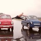 Белорус повторил шпагат Ван Дамма из рекламы Volvo на старых «Запорожцах»