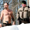 Полицейские арестовали мужчину за вытатуированный пистолет