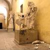 Итальянский студент сломал статую, делая селфи