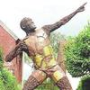 В Берлине Усэйну Болту установили памятник из болтов