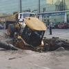 В Рязани трактор упал в яму, которую сам и выкопал