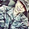 Что публикуют в своих Instagram американские девушки-военные